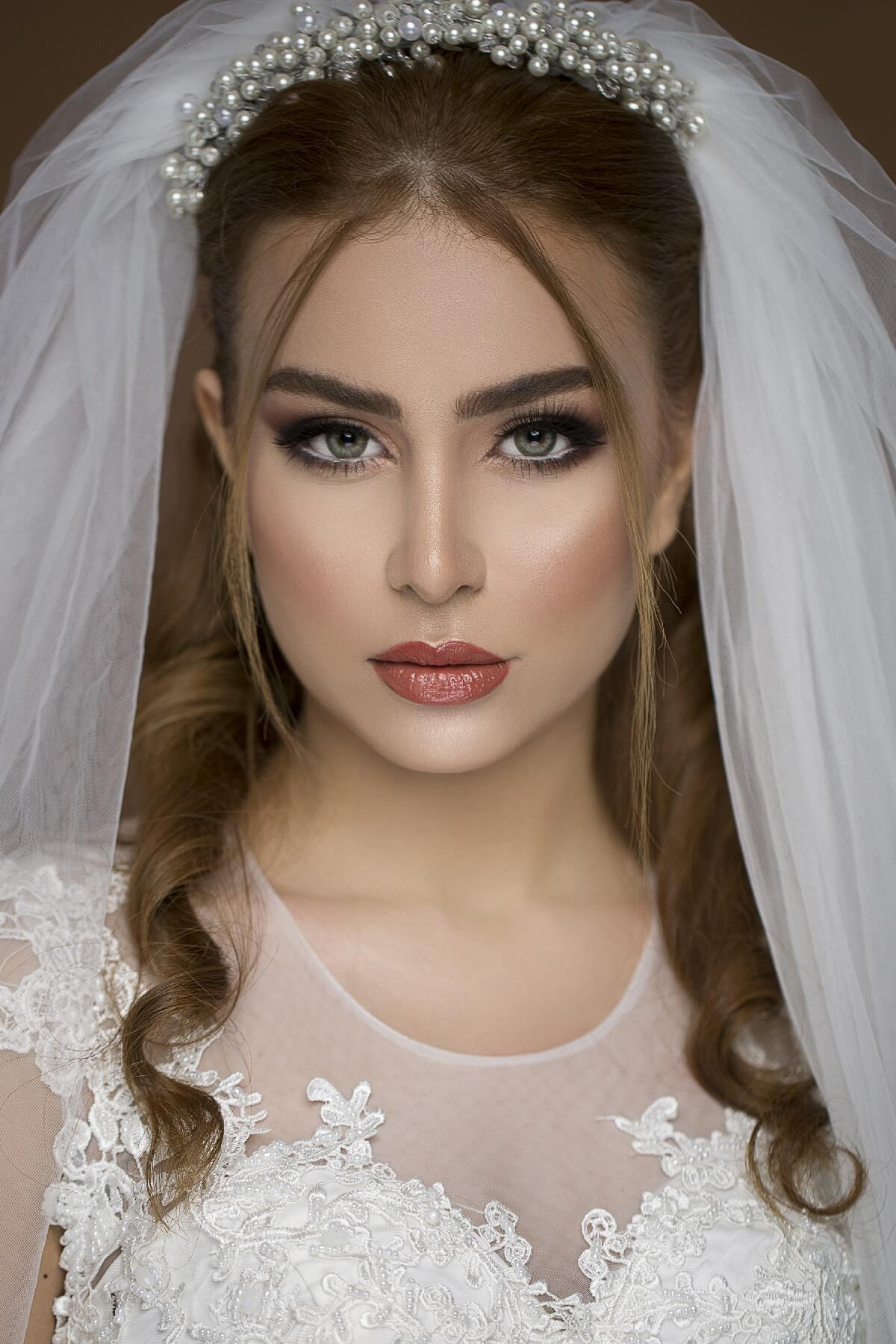 Beautiful Wedding Makeup Ideas with Sparkling Eyes and Glossy Lips