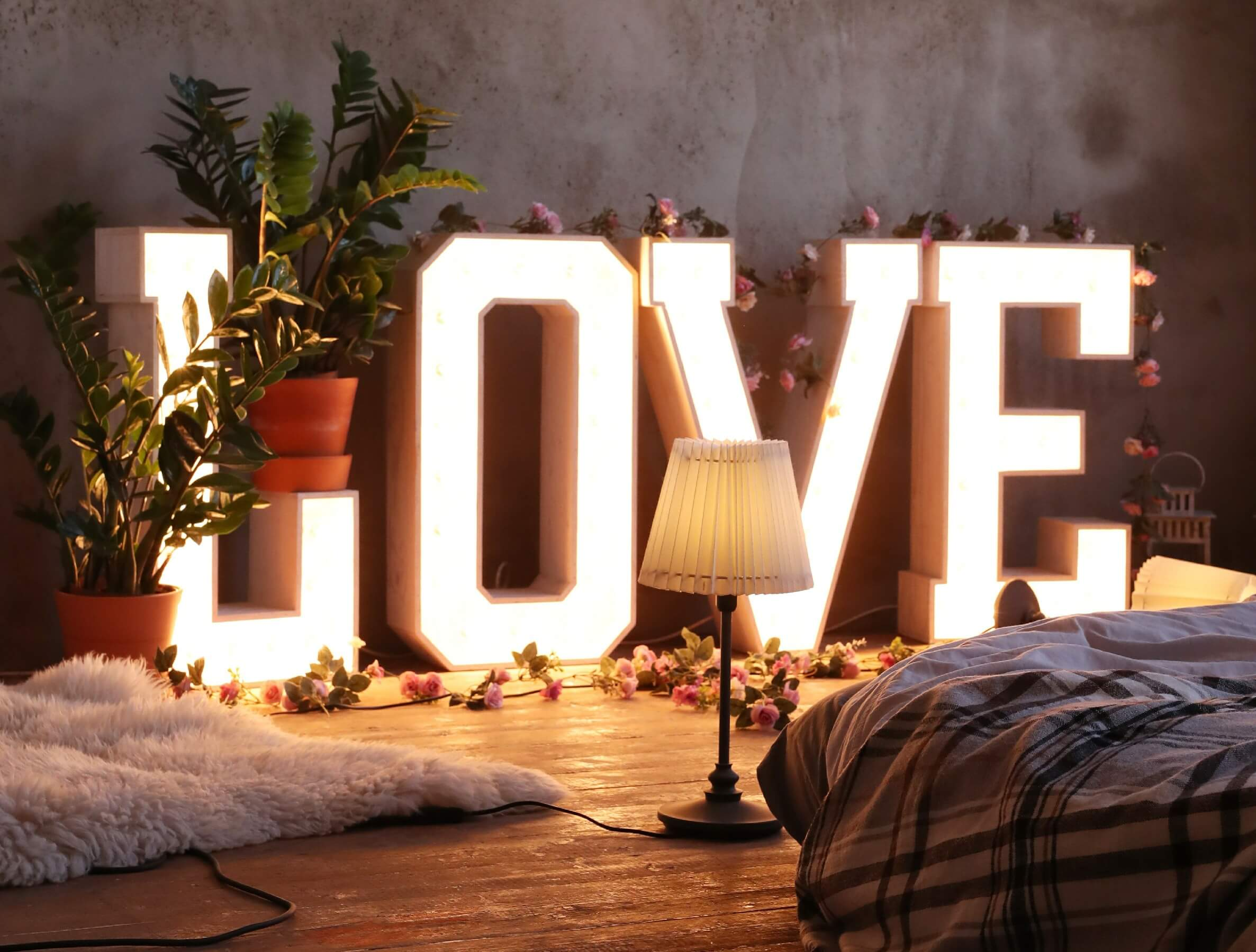 Valentine's day decoration ideas with flameless lights