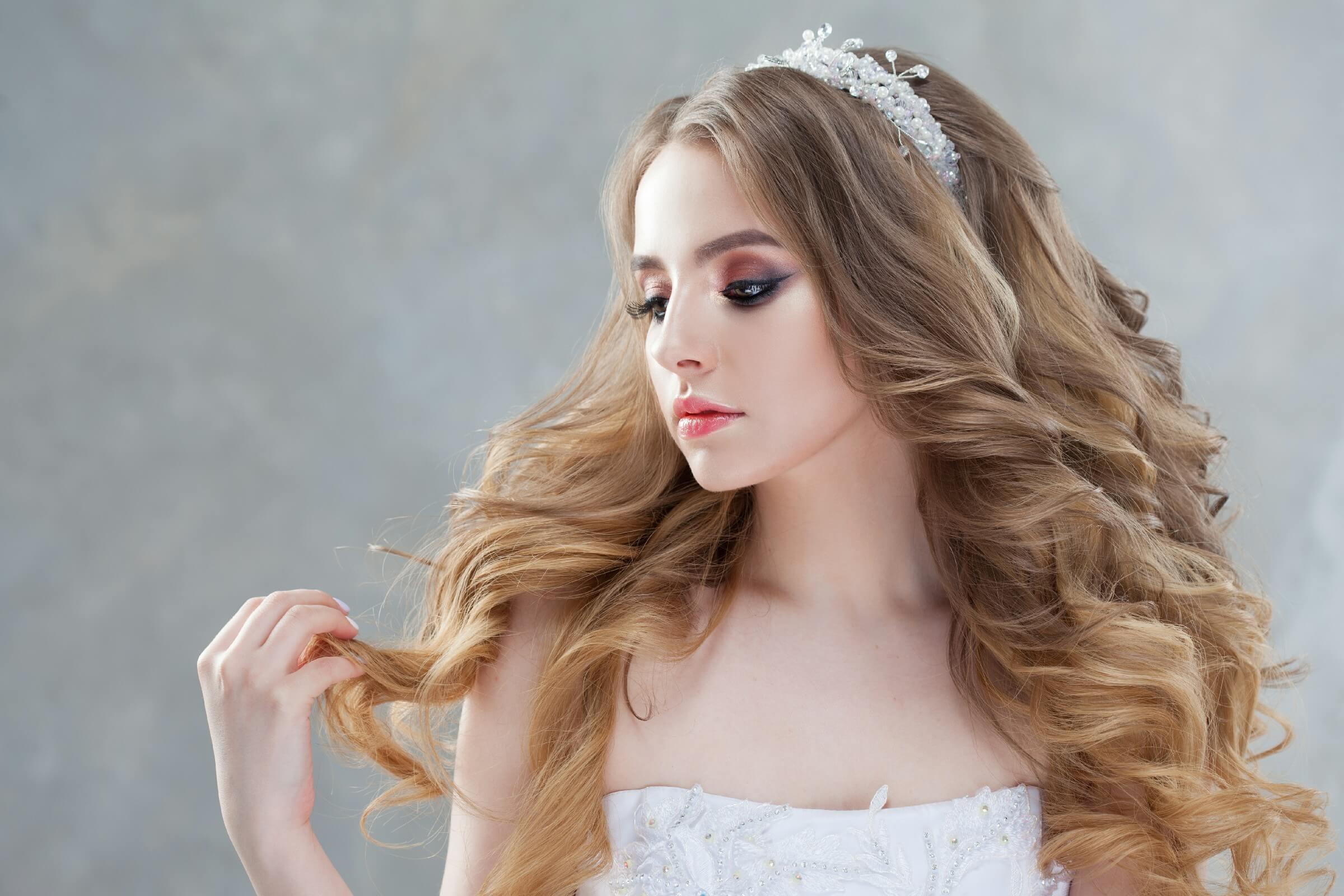 Dramatic-Eye Natural Wedding Makeup Look