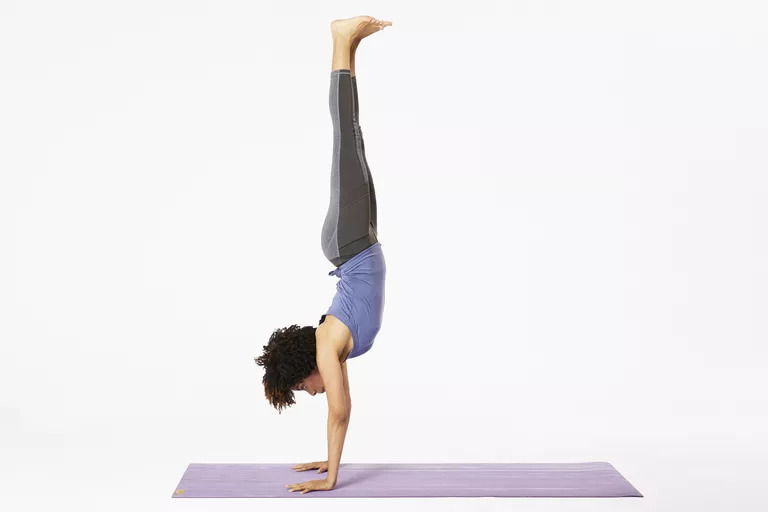 Nose and toes handstand hold