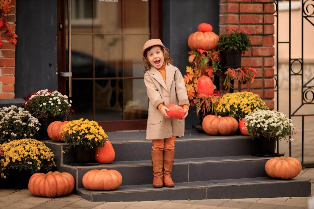 DIY Halloween decorations: Make pumpkin topiary