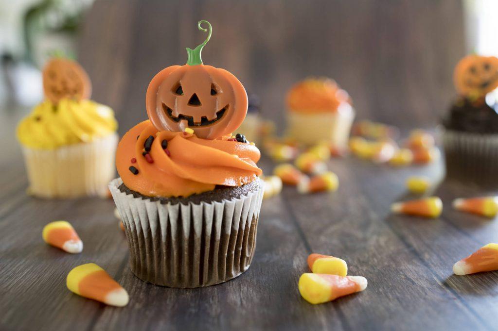 DIY Halloween decorations: Pumpkin treats for guests