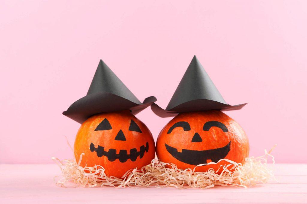 DIY Halloween decorations: Paint the Pumpkins